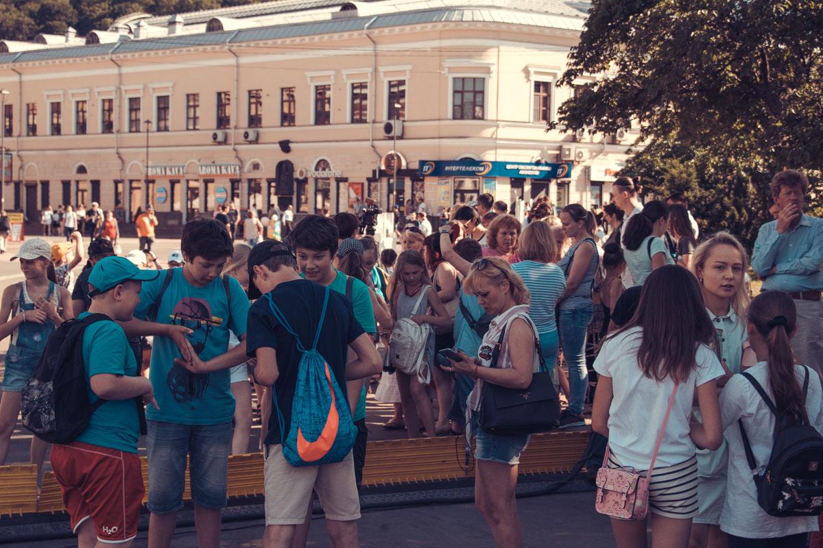 Тысячи детей со всей Украины участвуют в установке рекорда