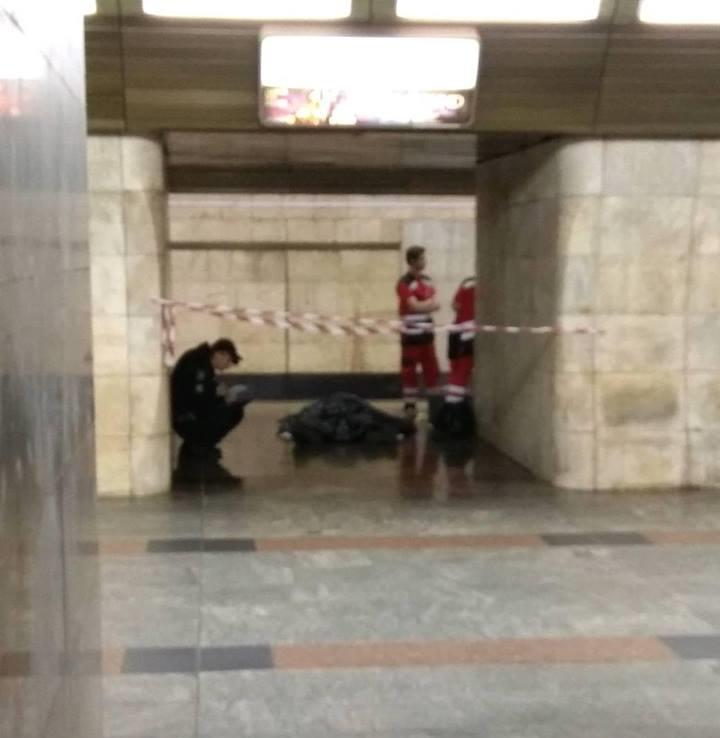 """На станции """"Кловская"""" умер мужчина. Фото: Сергей Харченко"""