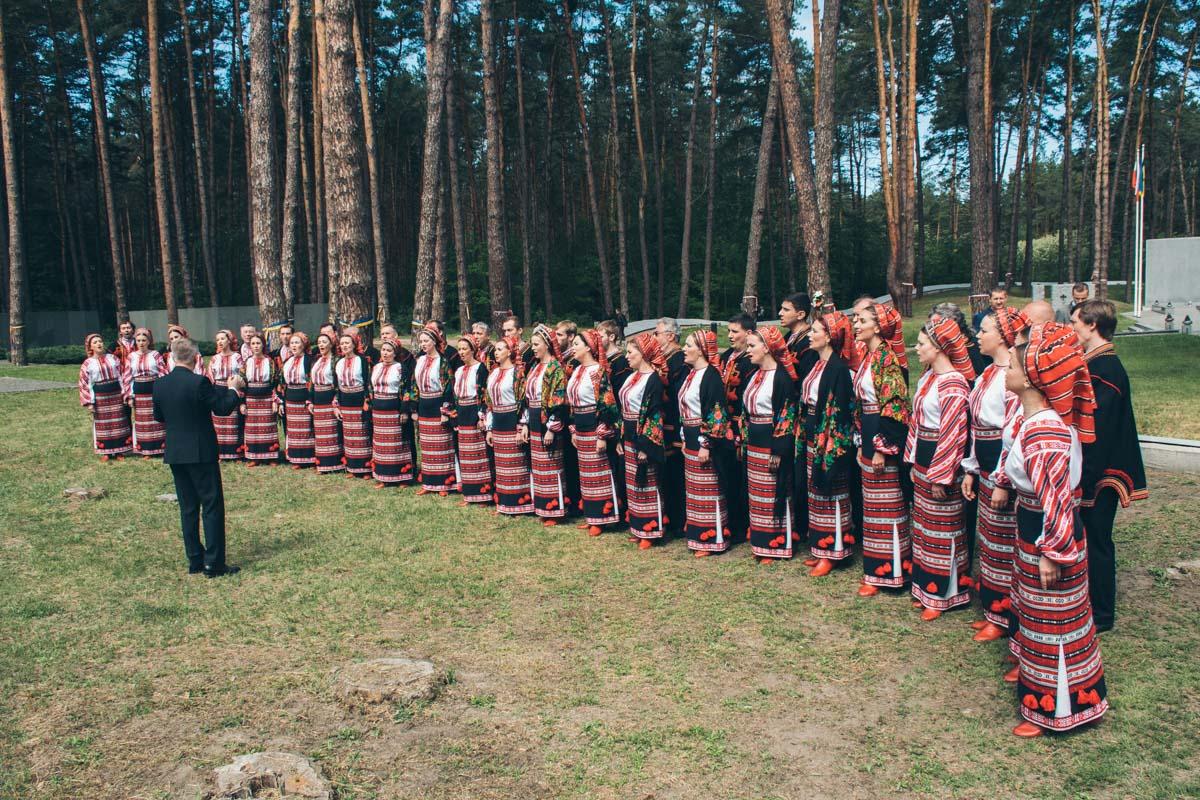 После официальной части выступил Национальный хор имени Григория Веревки
