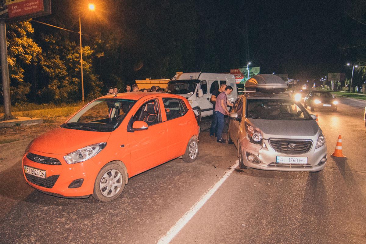 Изрядно пьяный водитель бусаOpel Movanoвлетел в стоящие на светофоре автомобили