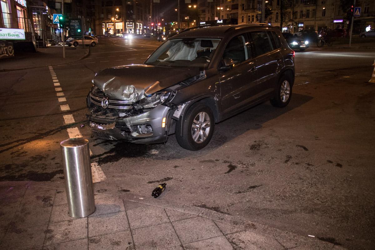 Volkswagen двигался вверх по улице Бассейной