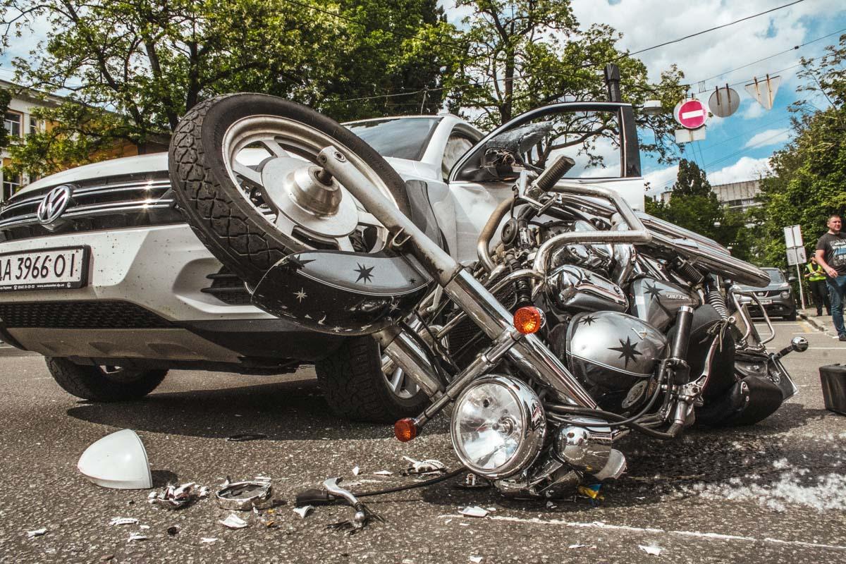Мотоциклист влетел вVolkswagen Tiguan