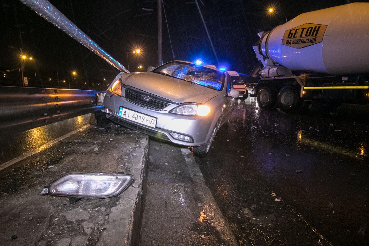 Водитель машины въехавшей в отбойник также не травмировался