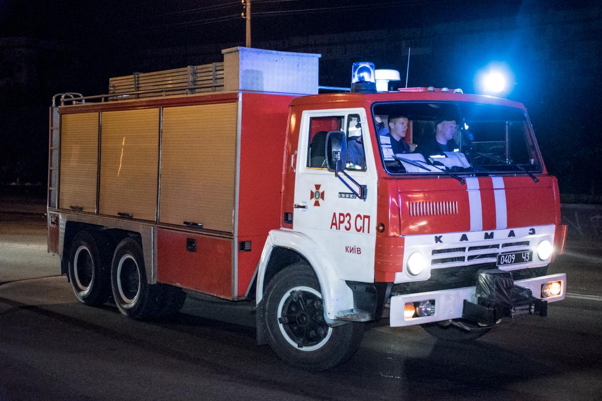 Чтобы извлечь тело девушки на место выезжал аварийно-спасательный отряд ГСЧС