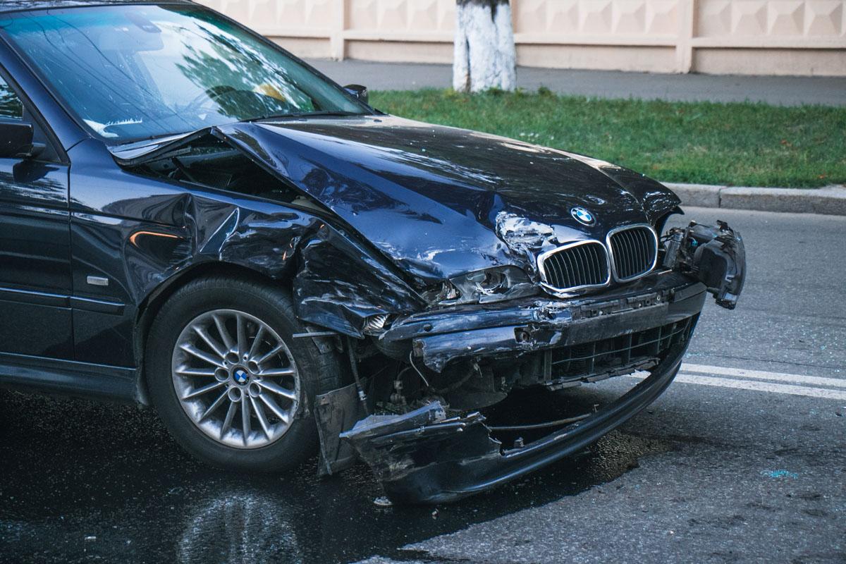 BMW ехал в крайней левой полосе