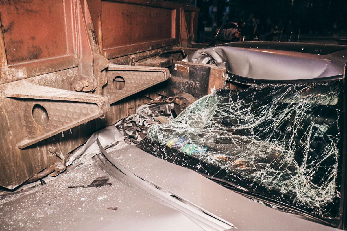 ВКиеве случилось печальное ДТП споездом— Перевозил танк