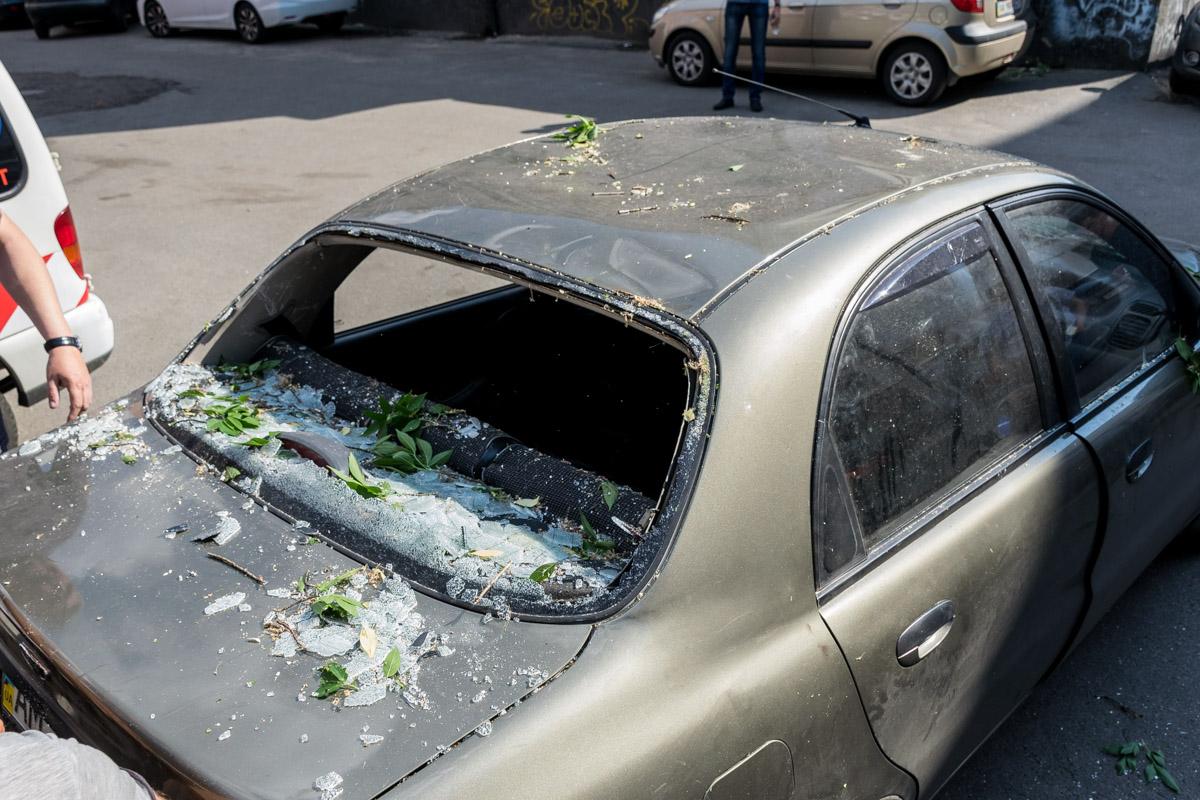 Машина пострадали достаточно сильно