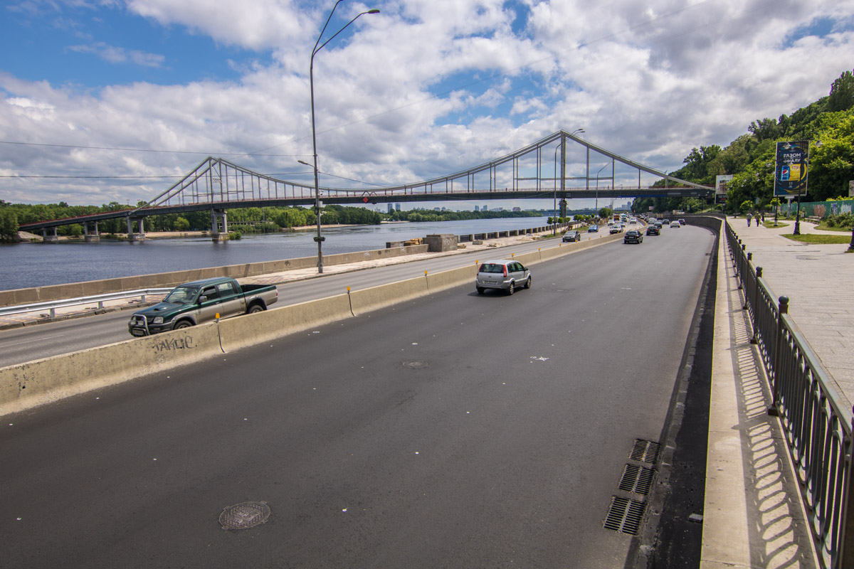 В Киеве открыли после ремонта Набережное шоссе