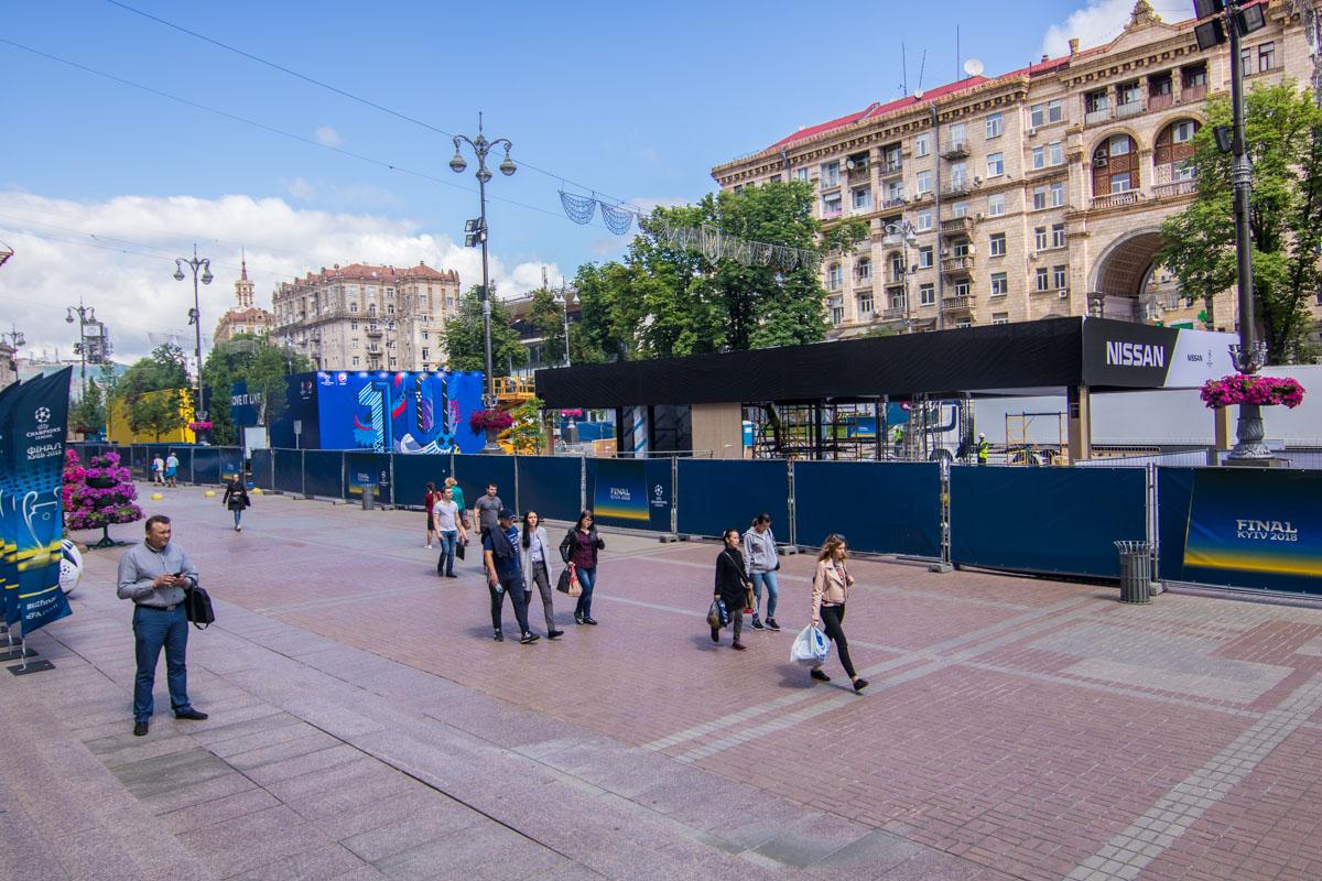 Жители Киева, кажется, уже привыкли к новому объекту на Крещатике