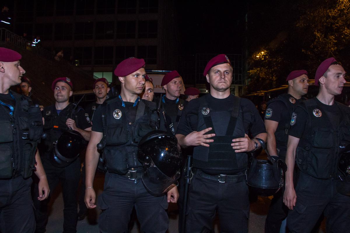 К стадиону стянули множественные силы полиции