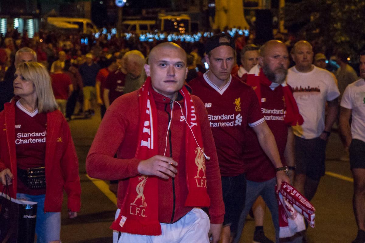 Расстроенные результатом фанаты начали покидать стадион до финального свистка