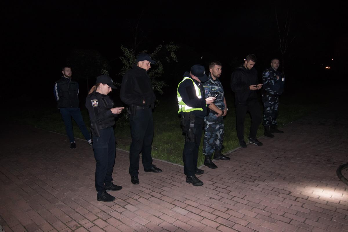 Первыми на место прибыли сотрудники службы охраны