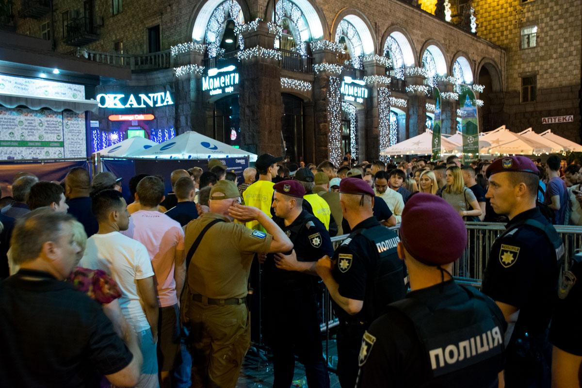 На вход фан-зону закрыли около 22:30