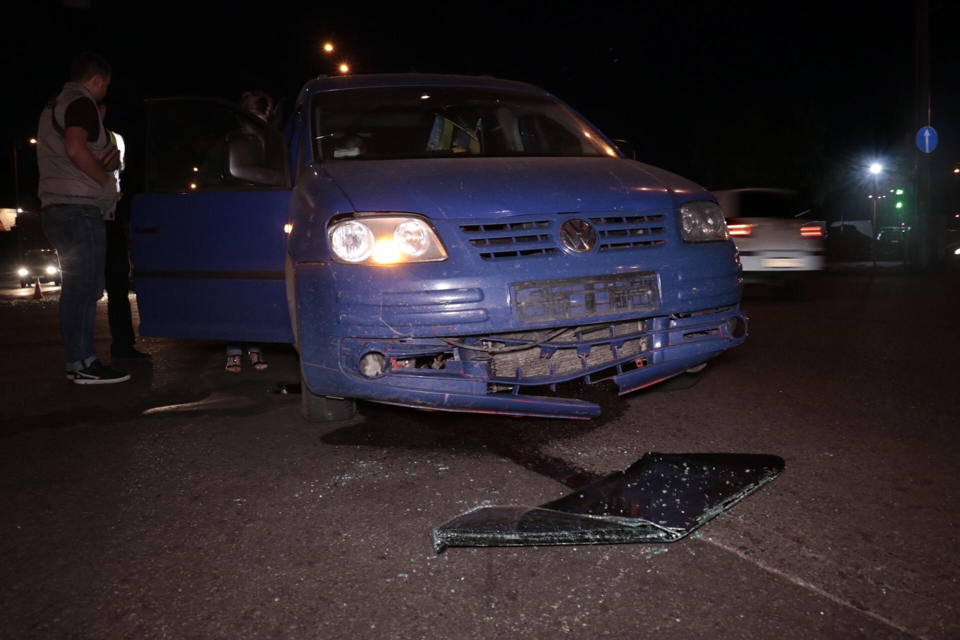Мужчина, который находился в машине-нарушителе, вывалился из машины