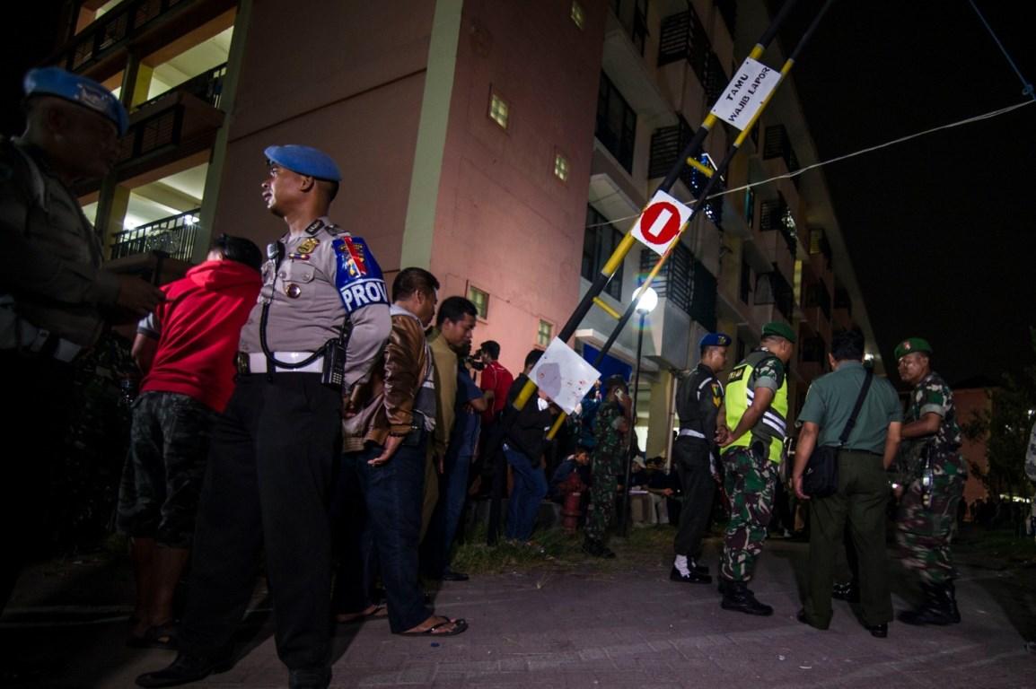 В результате нападения пострадали четверо полицейских и восемь гражданских