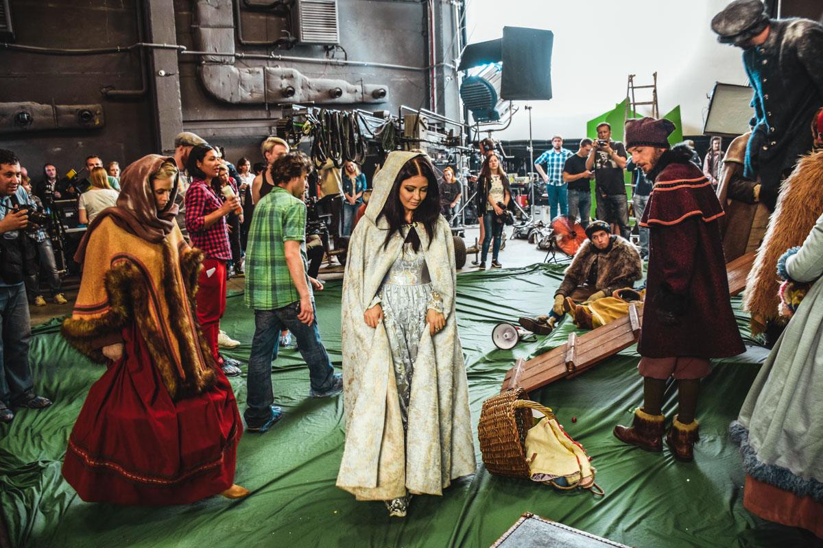 300 костюмов ручной работы создала украинский дизайнер Айна Гассе
