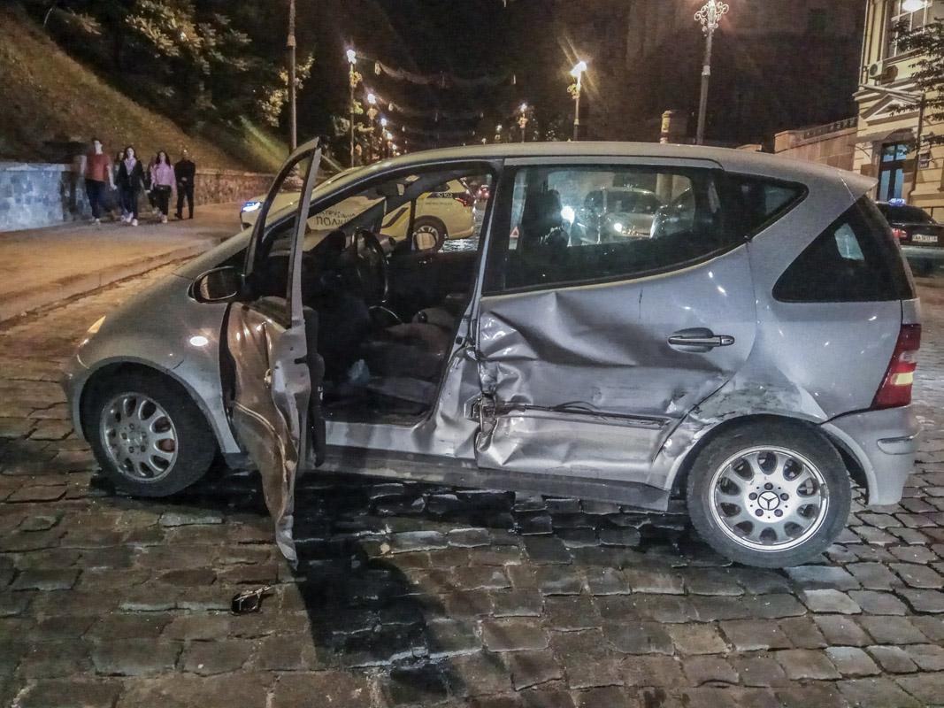 Mercedes стал участником аварии