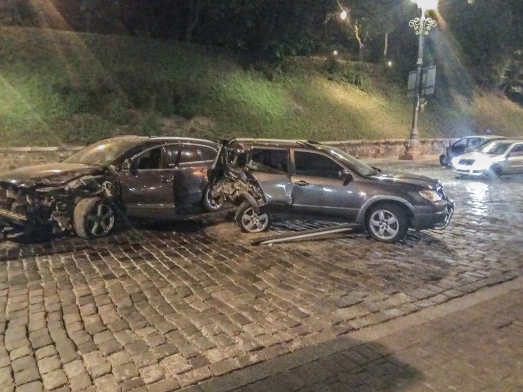 """Помимо """"немца"""", в аварии пострадали и Audi сMitsubishi"""