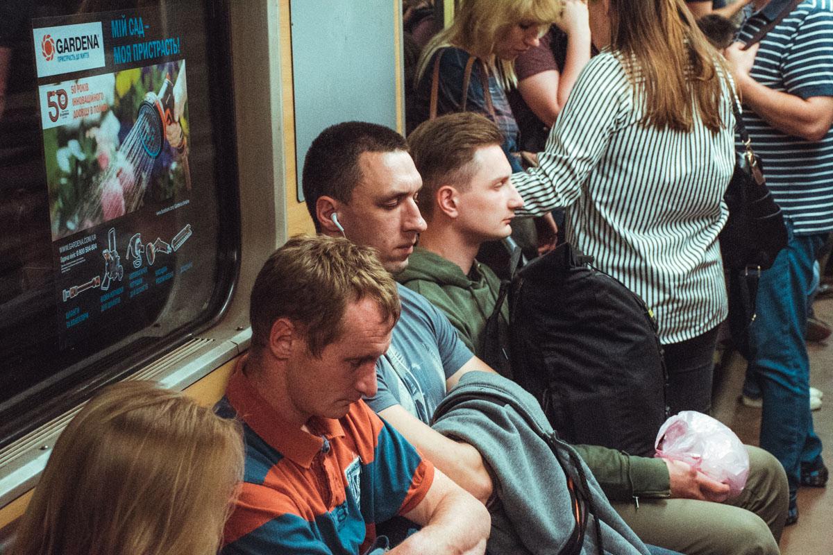 Почти каждый житель Киева хоть раз засыпал в метро и пропускал нужную станцию