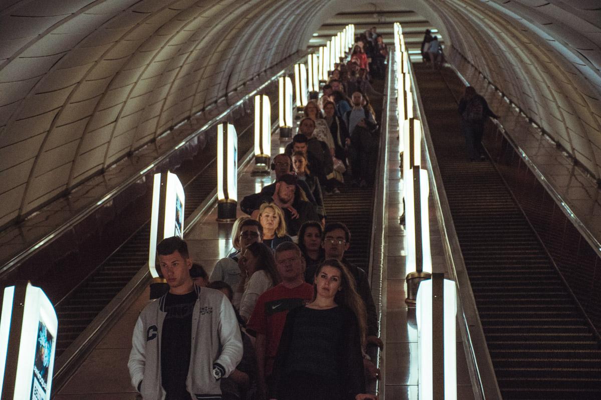 Поездка на эскалаторе - как маленький этап жизни. За короткие минуты можно и в любви признаться, и расстаться