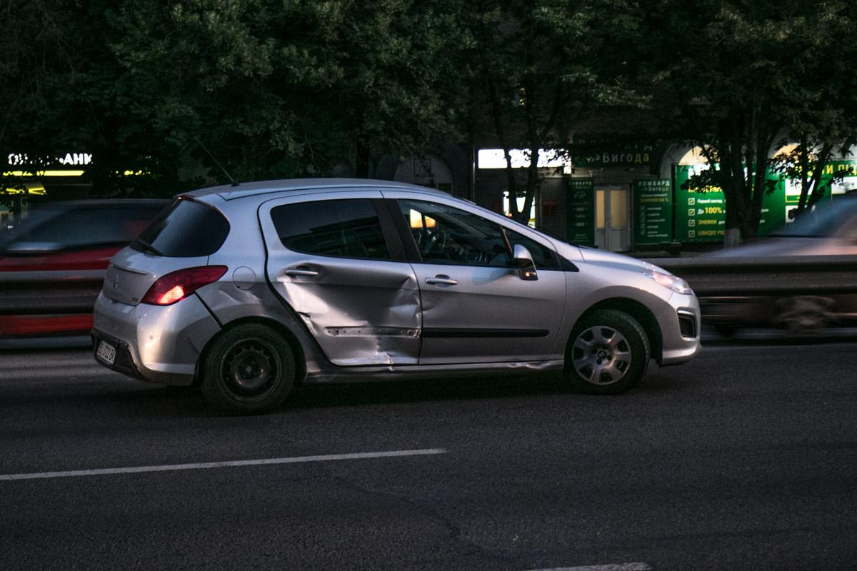 Peugeot получил удар в правый бок