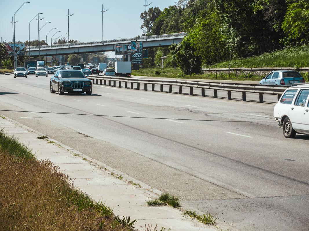 Учитывая трафик на этой дороге, разогнаться до 60 км\ч можно спокойно, если по букве закона