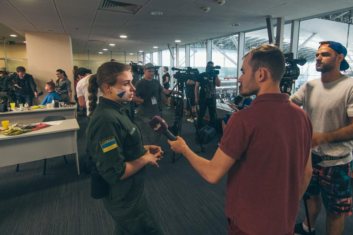 В Борисполе фанатов встречали около 50-ти пограничников