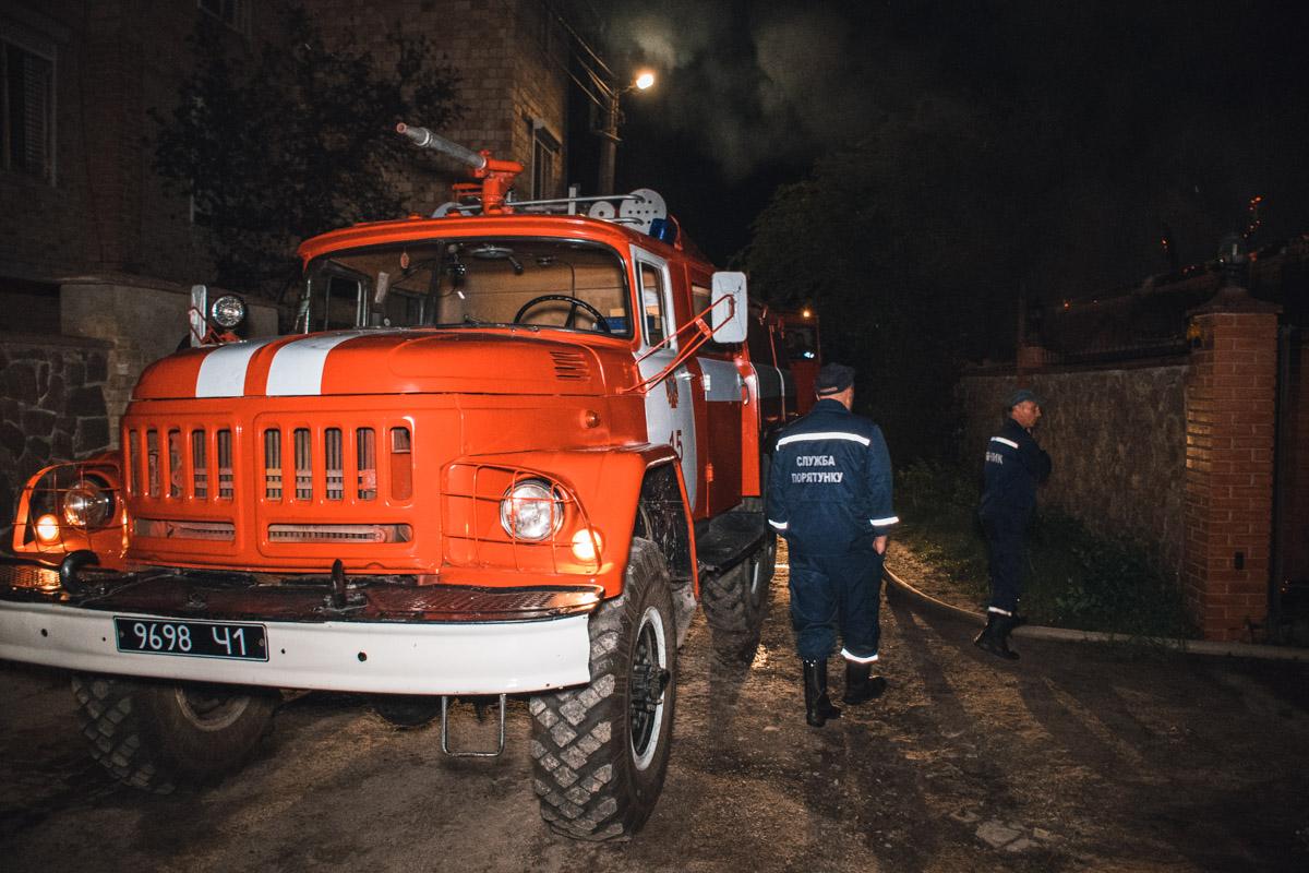 Три еденицы техники боролись с огнем
