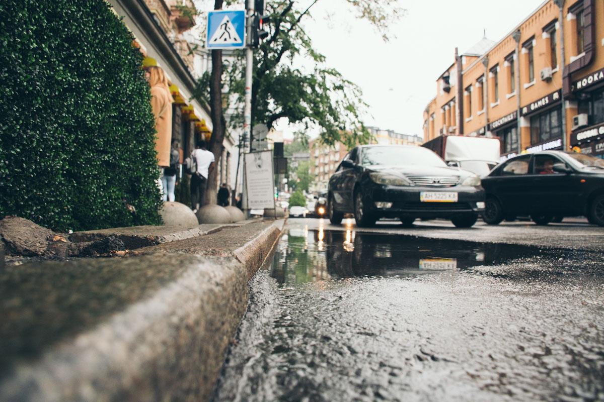 Киев в осколках луж особенно атмосферный