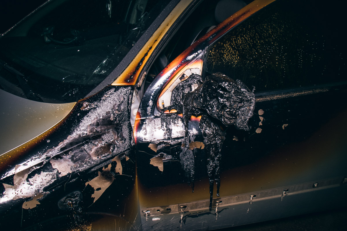 Рядом был припаркован Opel, он также получил повреждения