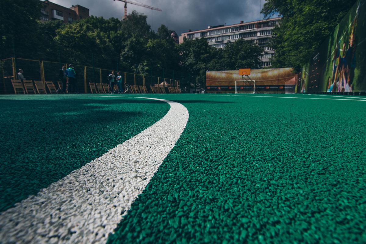 Площадка оборудована для игры в мини-футбол