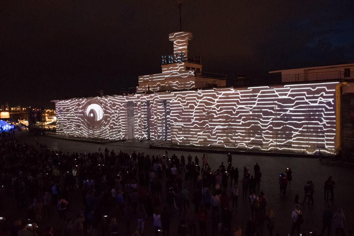 Фестиваль света и медиа-искусства продлится в Киеве дня