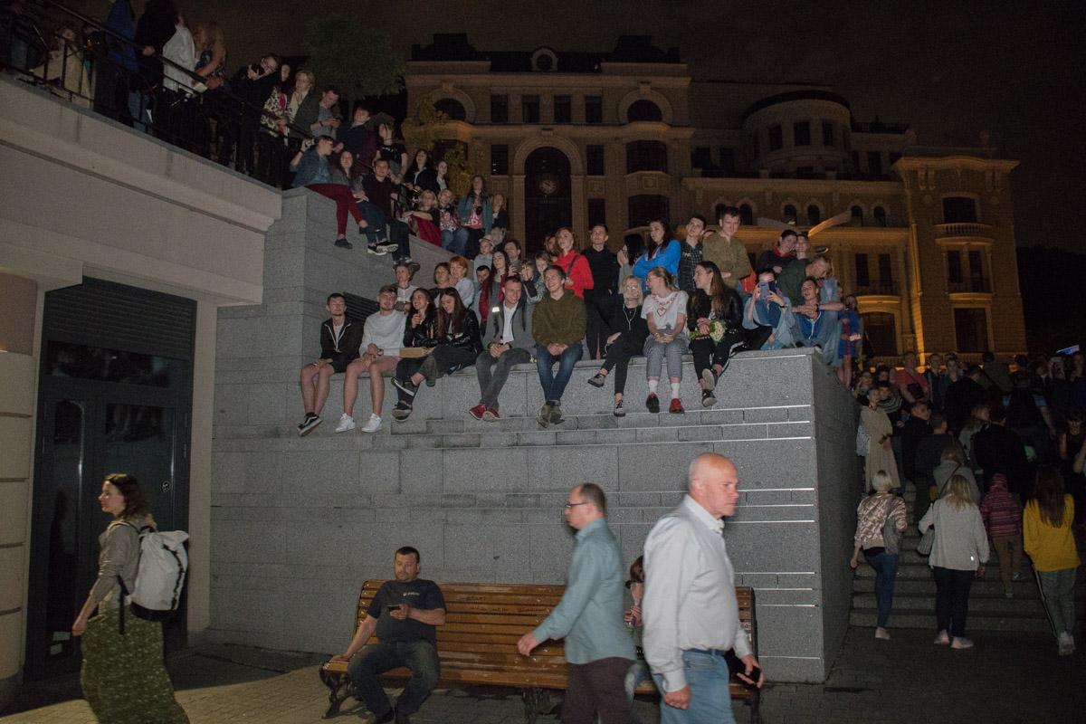 В первый день на Почтовой площади собралось много зрителей
