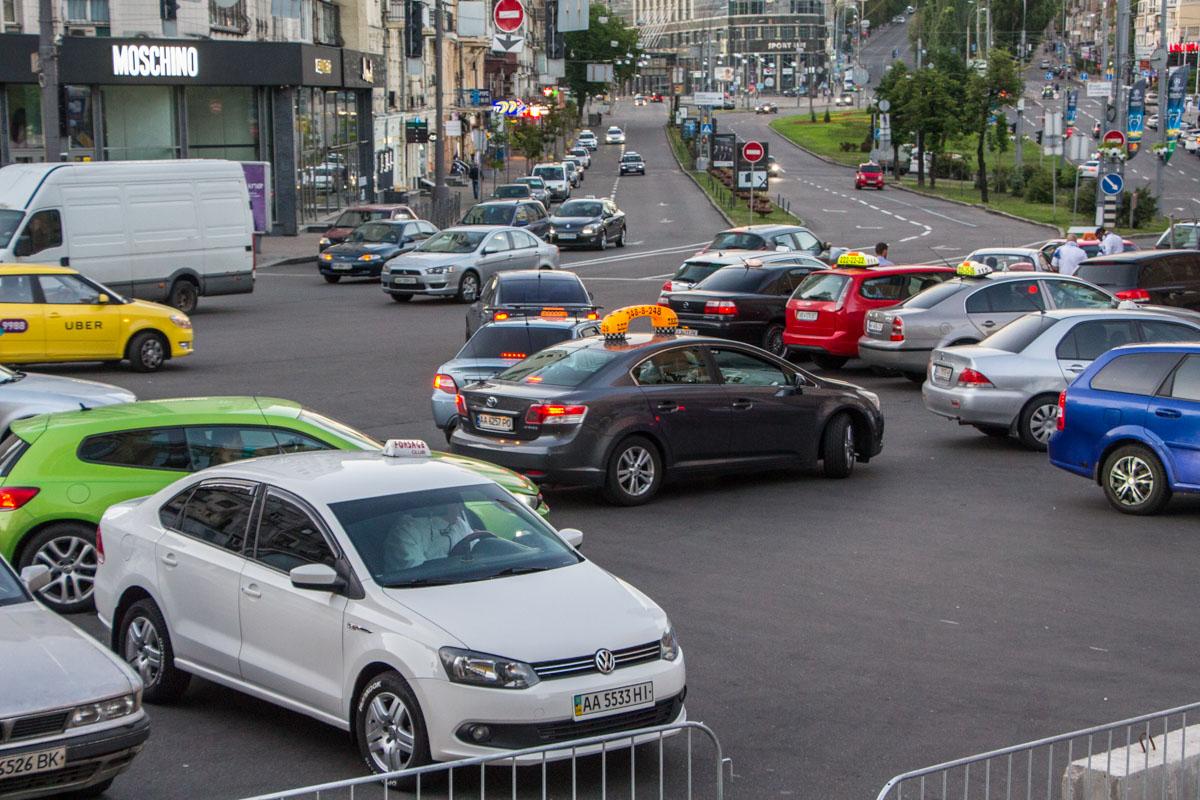 В центре города таксистов больше, чем клиентов