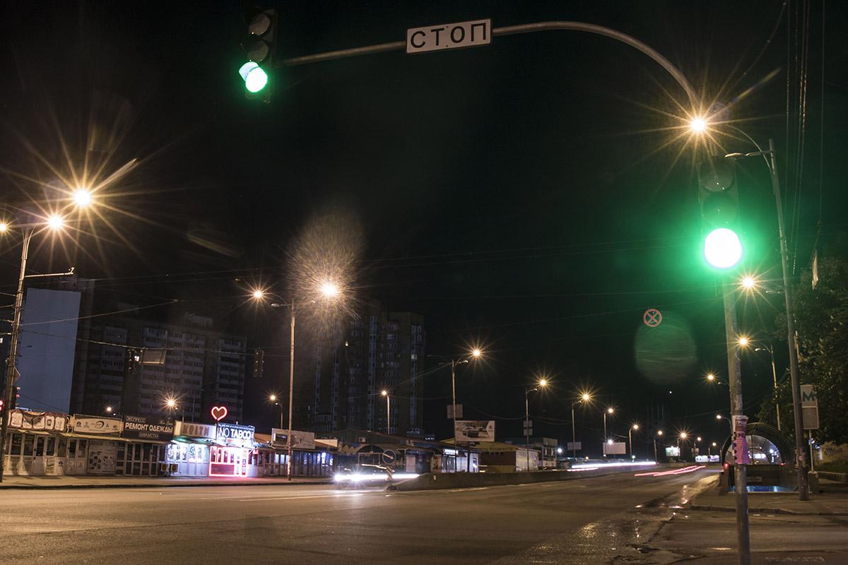 Фонарям некому освещать дорогу