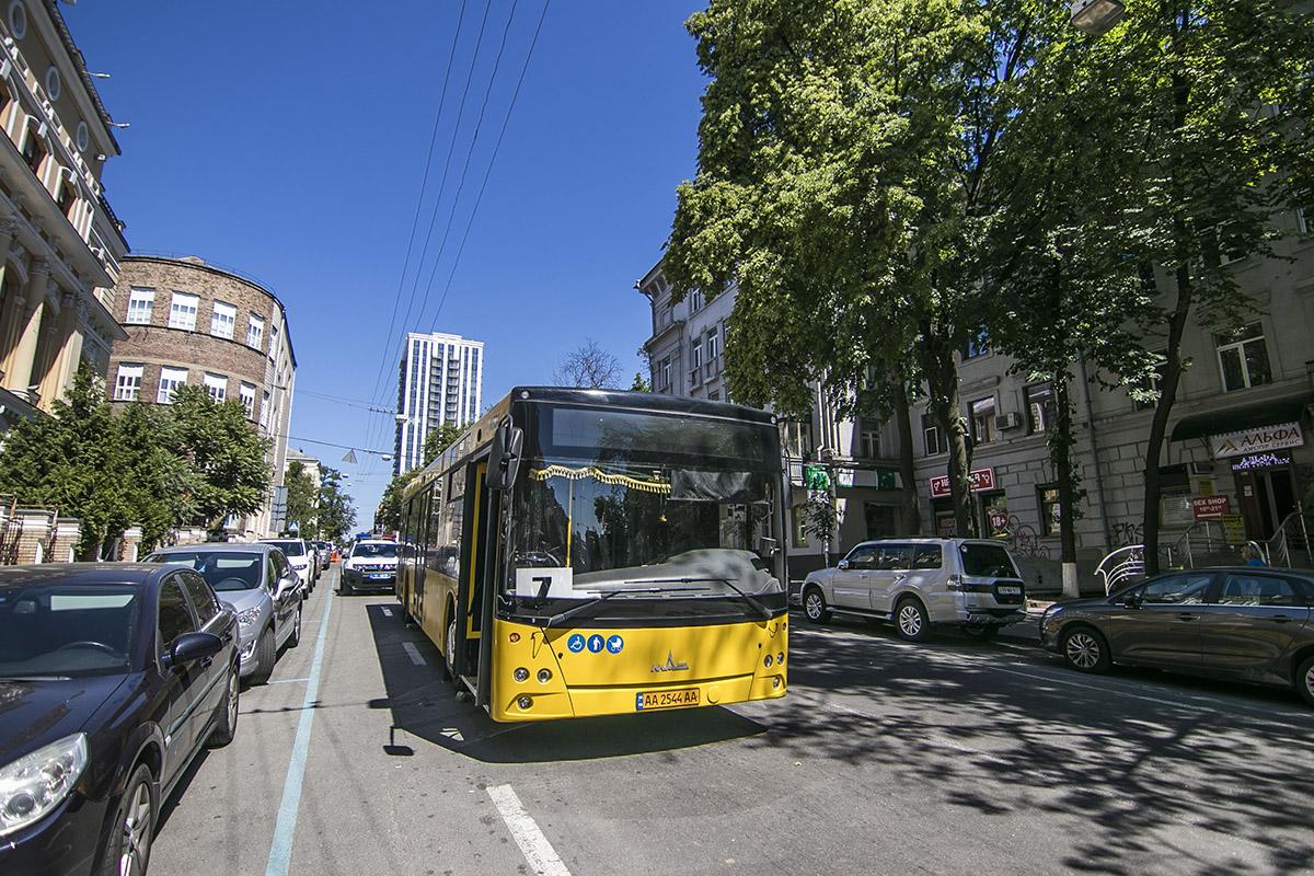 Водитель умер по ходу движения автобуса