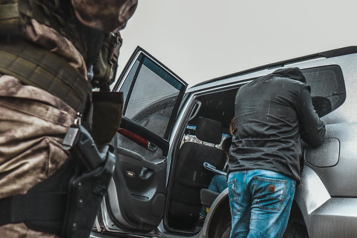 В автомобилях грабителей нашли пули для травматического оружия