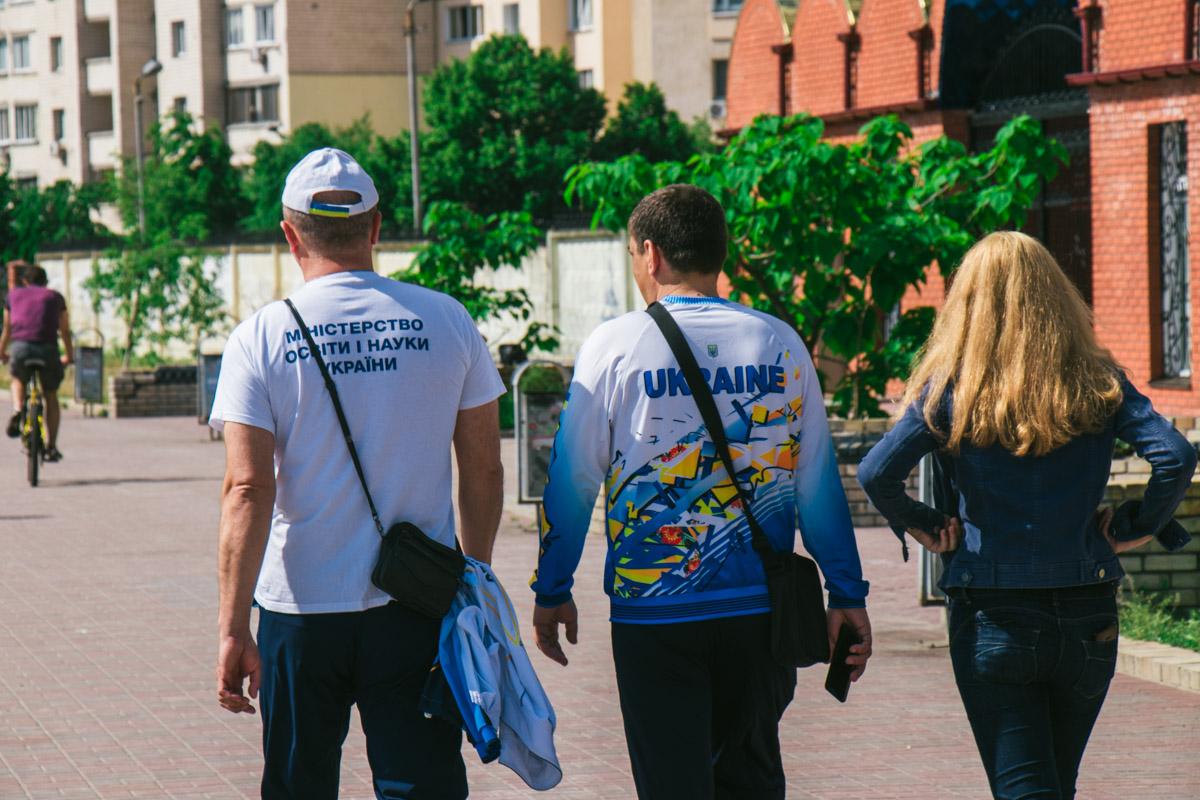 Довольные киевляне расходятся по своим делам