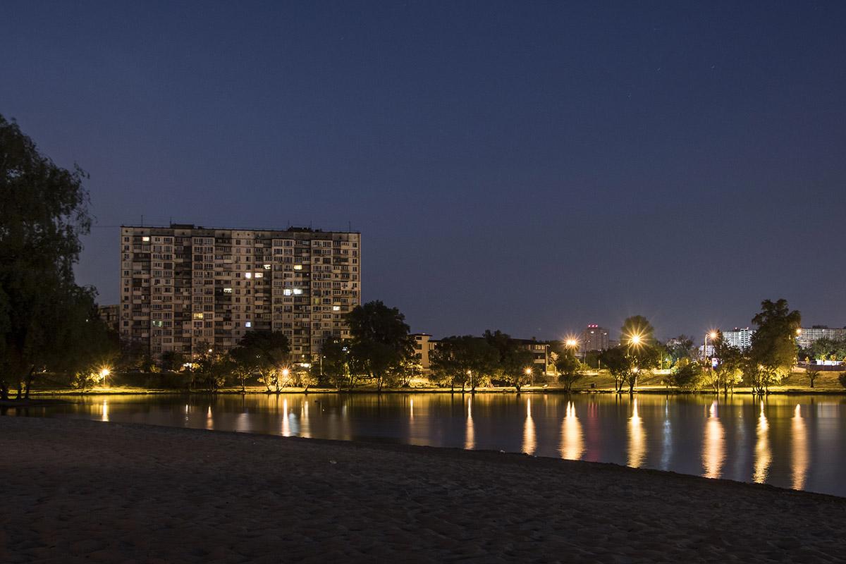 Любой водоем прекрасен ночью, а озеро Тельбин не стало исключением