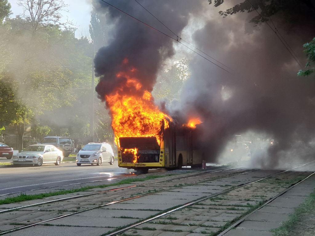 В среду, 31 мая, в Киеве на Лукьяновке произошел пожар. Там вспыхнул автобус №31