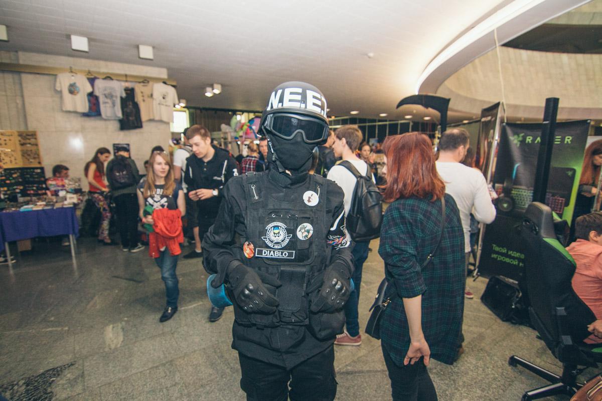 На Comic Con за безопасностью следили герои аниме