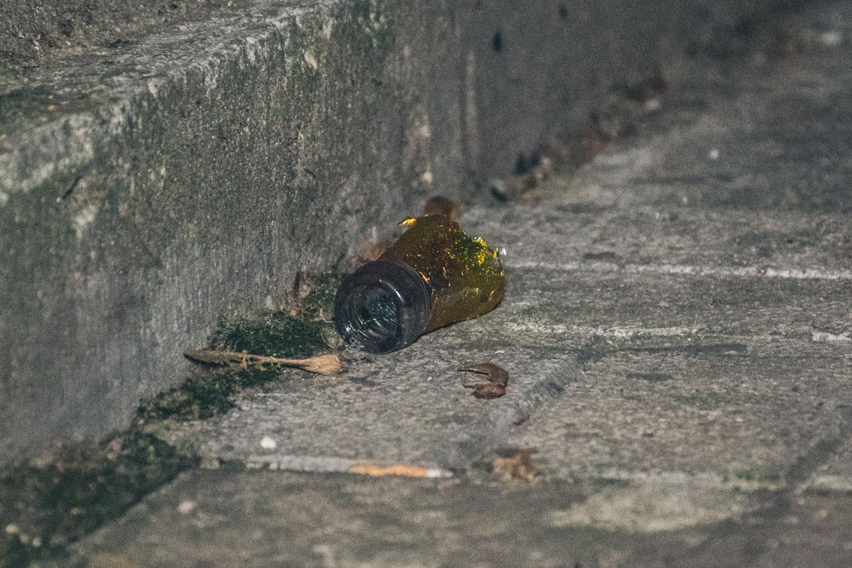 Бутылка которую разбила девушка