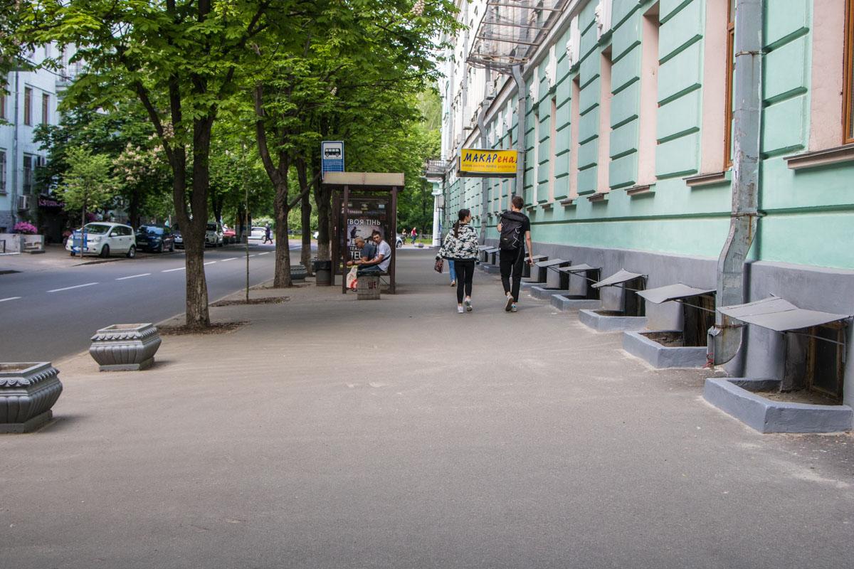 Тротуар вдоль проезжей части также в хорошем состоянии