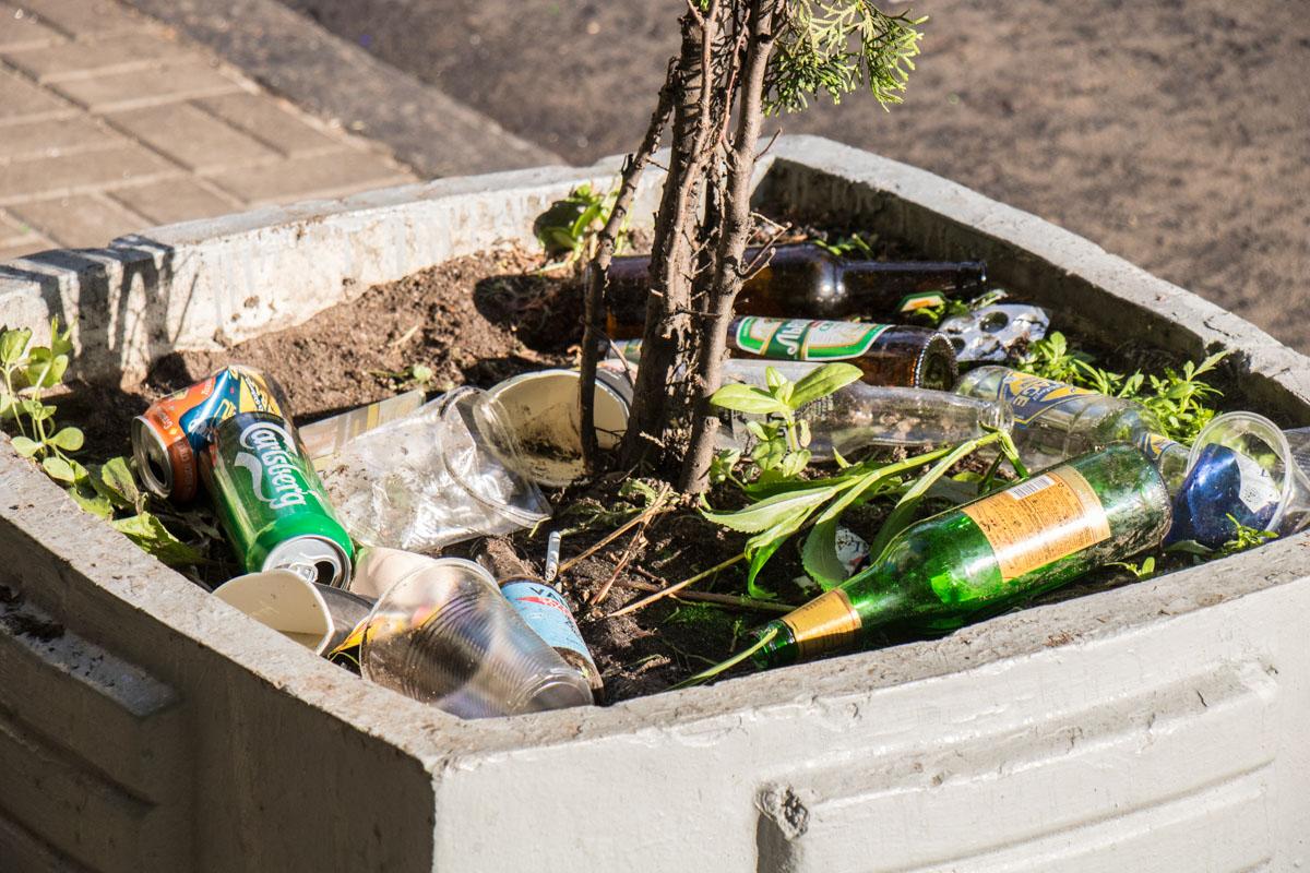 Везде валяется мусор