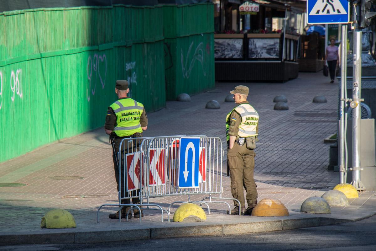 Полиция дежурит на каждом углу