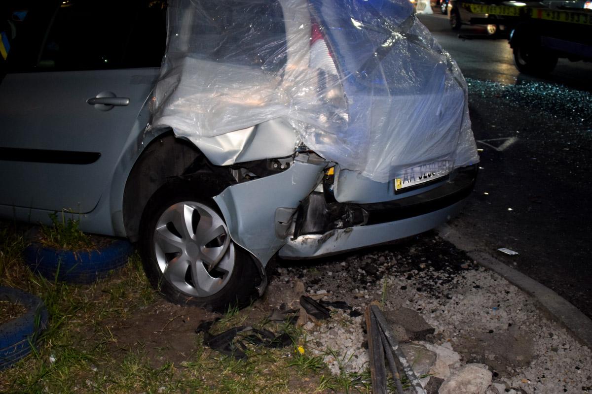 Оба автомобиля довольно сильно повредили кузов