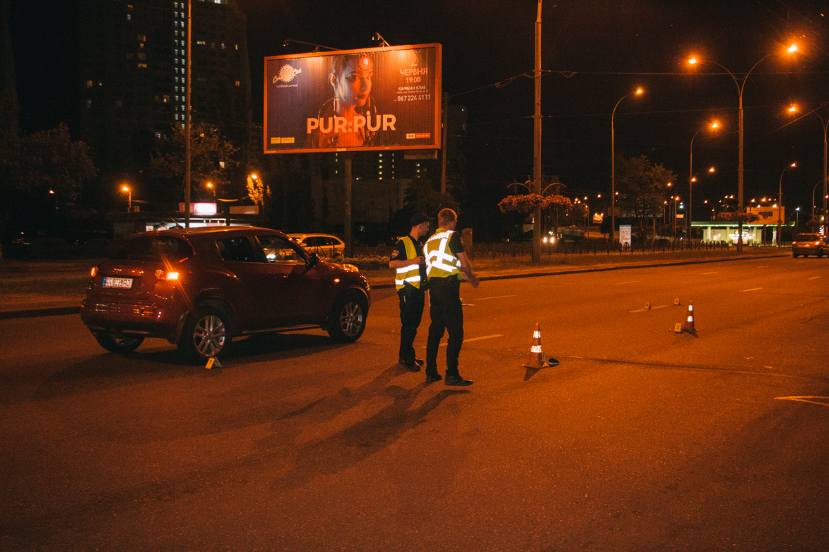 На проспекте Героев Сталинграда Nissan сбил девушку