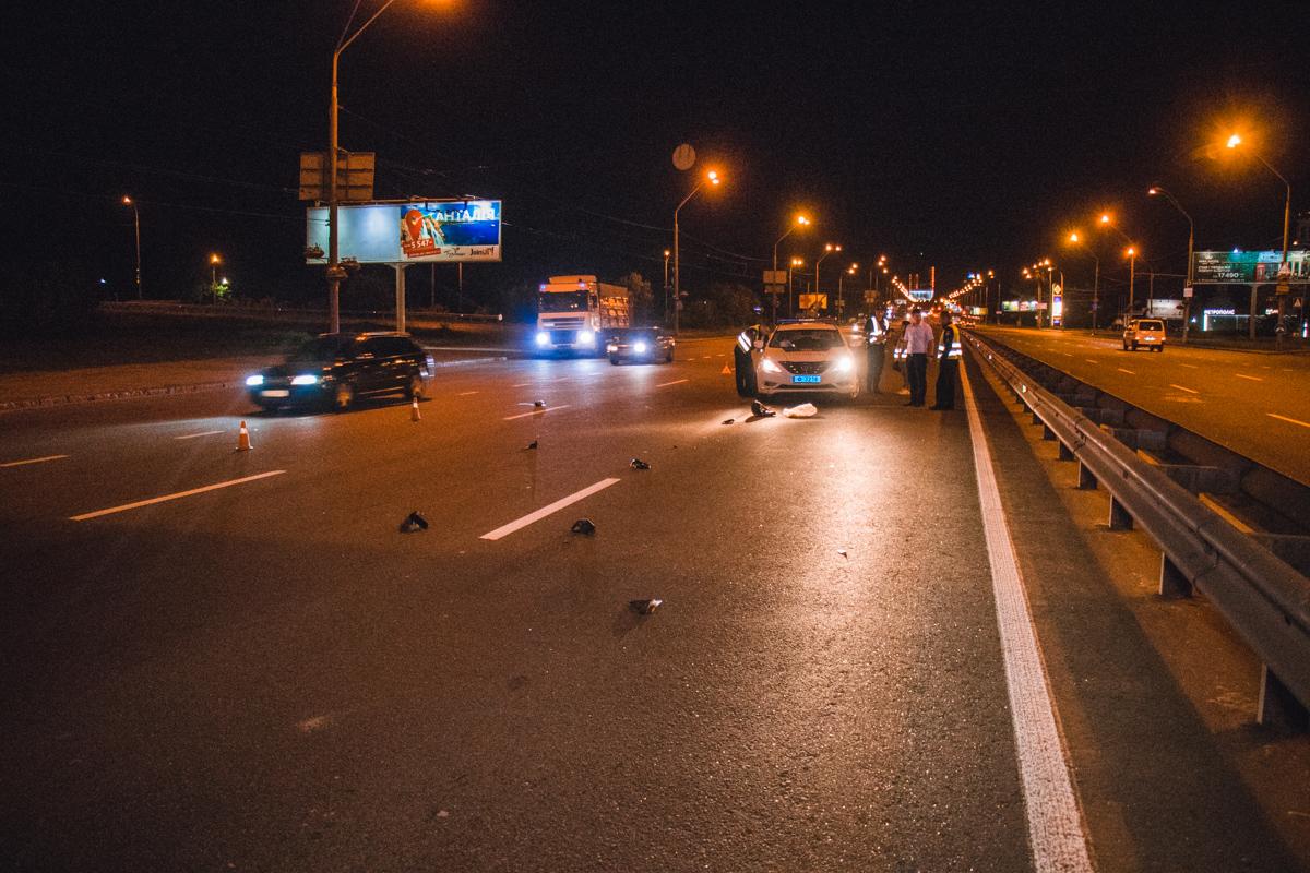 На месте аварии валялась бутылка пива, обувь и детали от авто