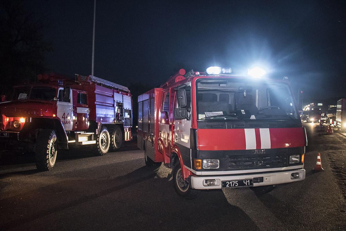 Приехали две единицы пожарной техники