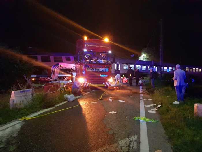 В итальянской коммуне Калузо случилось ДТП - пассажирский поезд врезался в грузовик